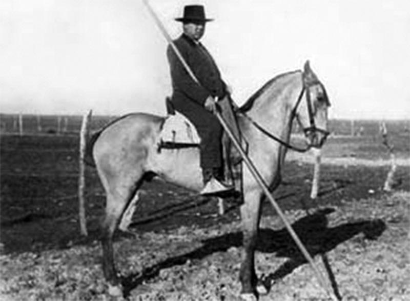 Fernando Villalón with the rod.