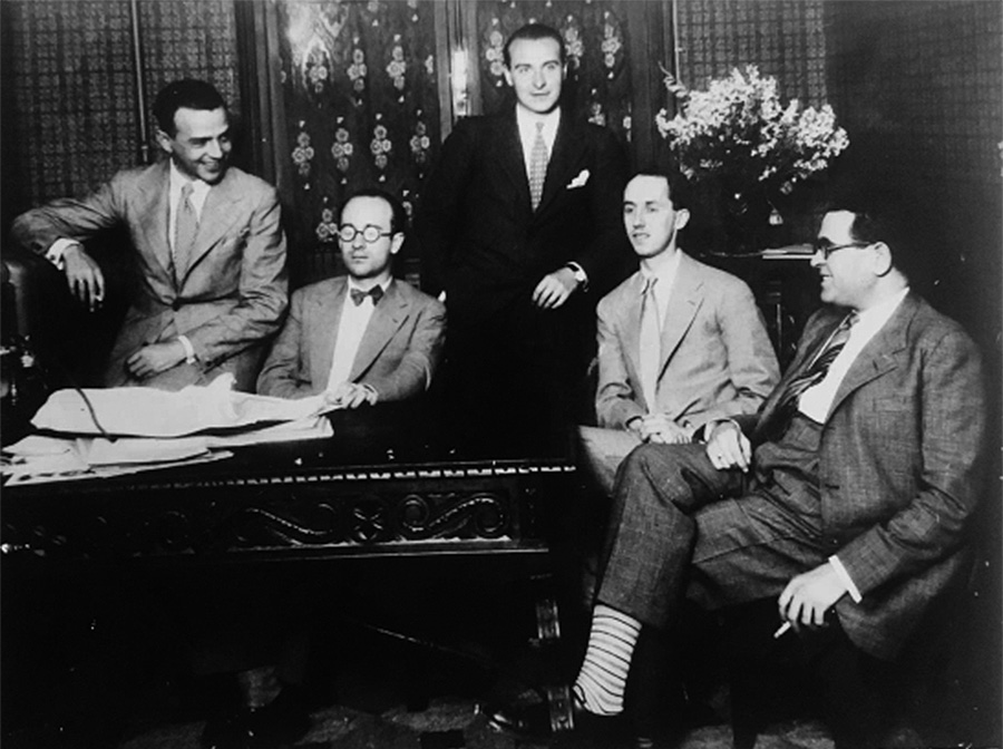 De izquierda a derecha: Julián Bautista, Rodolfo Halffter, Gustavo Pittaluga, Fernando Remacha y Salvador Bacarisse, en una foto tomada en la emisora Unión Radio.