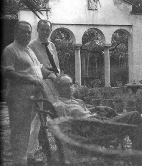 De izquierda a derecha, Francisco García Carrillo, Agustín Penón y José María García Carrillo en el Carmen de la Muralla en 1955. / Foto: Imagen extraída del libro de Agustín Penón 'Miedo, olvido y fantasía'.