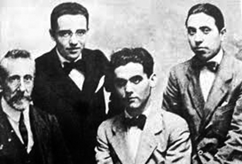 De izquierda a derecha, el profesor Martín Domínguez Berrueta, Ricardo Gómez Ortega, Federico García Lorca y Luis Mariscal.