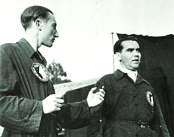 Sáenz de la Calzada con Lorca en La Barraca.