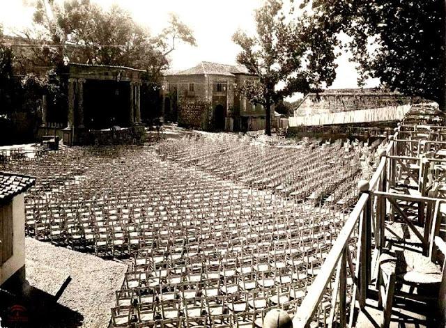 Patio de los Aljibes de la Alhambra en 1922, sede del primer Concurso de Cante Jondo.